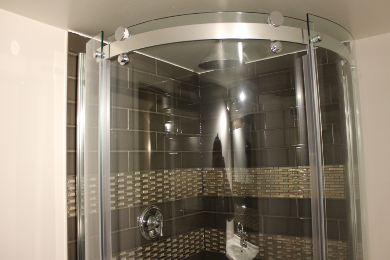 curved shower cubicle