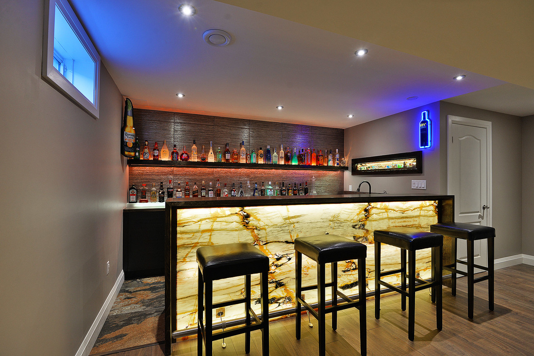 bar with onyx panel